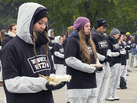 97535138dbb Několik stovek aktivistů demonstrovalo v sobotu v centru Vídně s mrtvolami  zvířat v rukou. ...