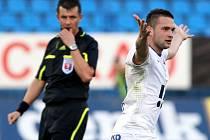 Antonín Fantiš z Ostravy se raduje z gólu.