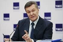 Bývalý ukrajinský prezident Viktor Janukovyč získal azyl v Rusku.