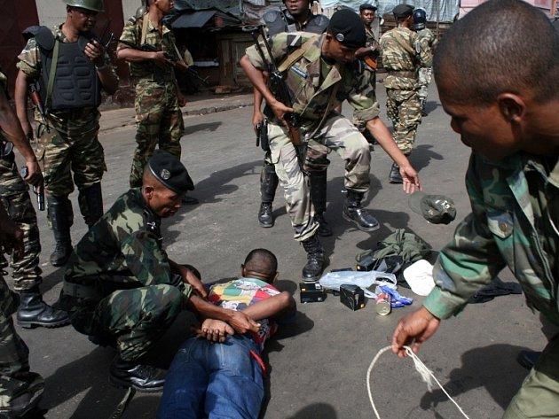 Policisté chytili muže, který raboval v Antananarivo.