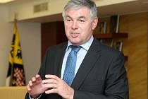 Senát Jaroslav Palas.