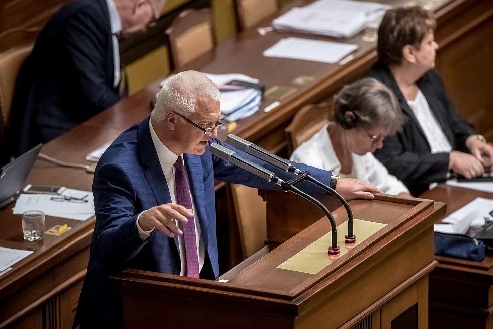Poslanecká sněmovna rozhodovala o zbavení imunity kvůli kauze Čapí hnízdo. Vypovídá Jaroslav Faltýnek.