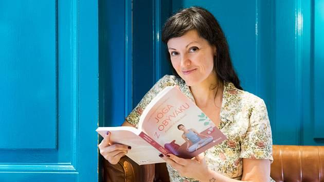Ilustrátorka, fotografka a grafička Gabriela Ryšková spolu se zkušenou lektorkou Lucií Königovou propagují jógu nejen na internetu, ale i v knize.