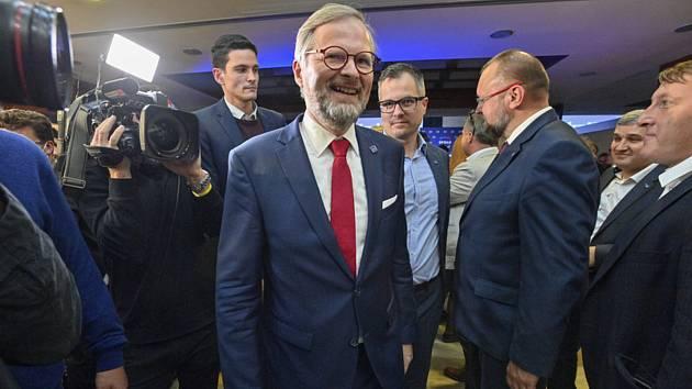 Volební štáb koalice Spolu během voleb do Poslanecké sněmovny, 9. října 2021, Praha. Uprostřed je předseda ODS Petr Fiala