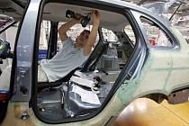 Krize postihla především automobilový průmysl. V České republice již v tomto odvětví přišlo o práci nejméně deset tisíc lidí.