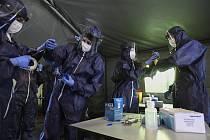 Zdravotnický tým v odběrovém stanu v Praze