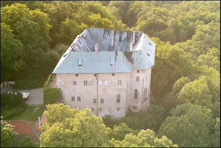 Na hradě Houska jsou prý silné negativní vibrace, které pociťují zvláště citliví jedinci.