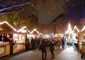 Oblíbené vánoční trhy v Bavorsku se budou konat. I s alkoholem