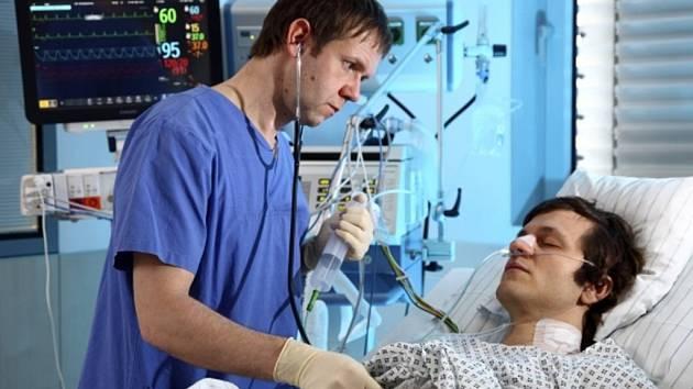 Institut klinické a experimentální medicíny (IKEM) operuje pacienty s infarktem bez skalpelu právě 20 let, první tuto operaci provedl 15. března 1992.