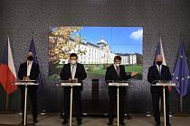 Ministr školství Robert Plaga (za ANO), ministr vnitra a šéf Ústředního krizového štábu Jan Hamáček (ČSSD), premiér Andrej Babiš (ANO) a ministr zdravotnictví Roman Prymula (za ANO)