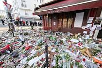 Bar Le Carillon v Paříži. Jedno z míst, kde v listopadu útočili teroristé.