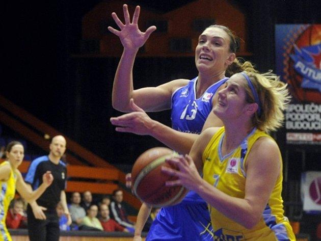 Jelena Dubljevičová z USK Praha (vpravo) a Lucila Pascuaová ze Salamanky.
