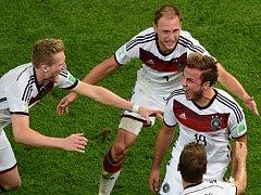 Hrdina. Mario Götze (vpravo) vystřelil Německu titul mistrů světa.
