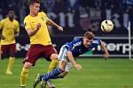 Lukáš Mareček ze Sparty (vlevo) a Max Meyer ze Schalke.