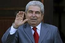 Kyperská vláda ve čtvrtek odstoupila pod tlakem hospodářské a finanční krize. Prezident Demetris Christofias zahájí ještě konzultace o sestavení nového kabinetu.