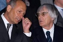 Dlouholetý šéf stáje McLaren Ron Dennis (vlevo) a boss F1 Bernie Ecclestone.