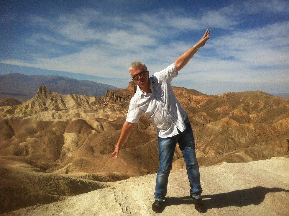 Houslový virtuoz na cestách po celém světě - Death Valley v USA