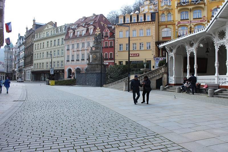 Koronavirus zasáhl taky lázeňské centrum Karlovy Vary.