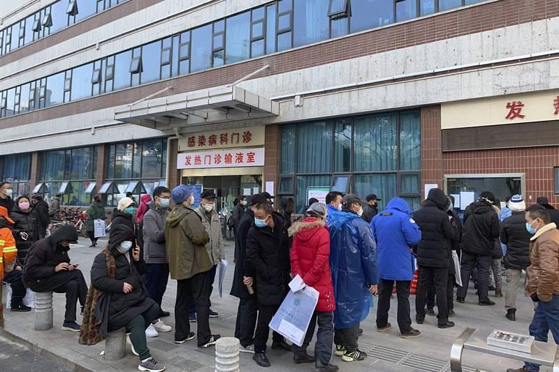 Fronta před nemocnicí ve Wu-Chanu