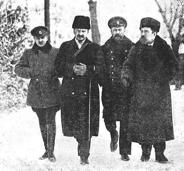 Lev Trockij se Lvem Kameněvem při separátních jednáních o míru v Brestu Litevském