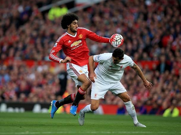 Manchester United - Liverpool: Marouane Fellaini a Dejan Lovren