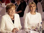 Německá kancléřka Angela Merkelová s Ivankou Trumpovou na summitu W20 v Berlíně v roce 2017.