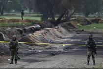 Při výbuchu a následném požáru palivového potrubí zemřelo v Mexiku 79 lidí