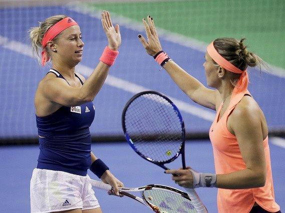 Andrea Hlaváčková s Lucií Hradeckou na turnaji v Moskvě, který před Turnajem mistryň vyhrály.