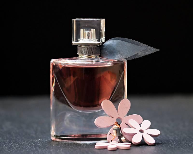 Parfém, vůně. Ilustrační foto