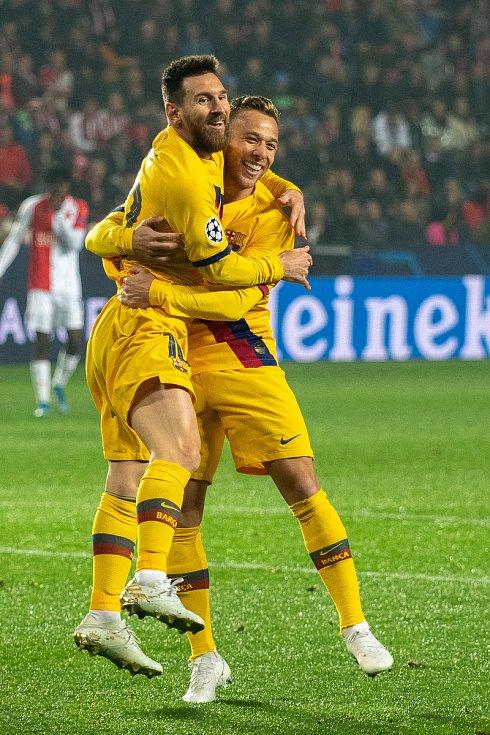 Fotbalový zápas skupiny F (liga mistrů), SK Slavia Praha - FC Barcelona, 23. října 2019 v Praze. Na snímku zleva Lionel Messi, Arthur.