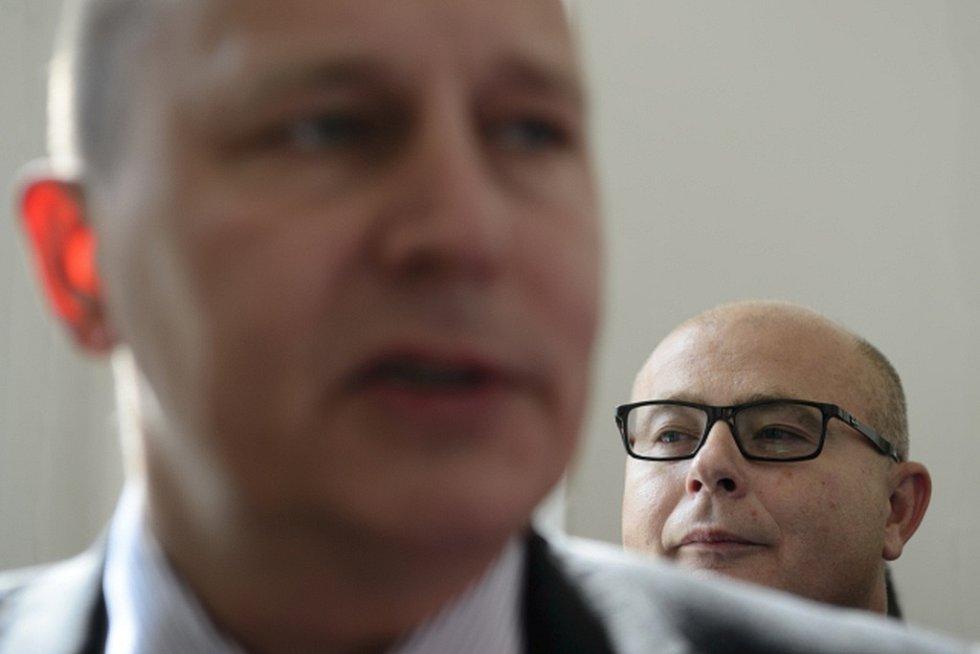 Bývalí šéfové Vojenského zpravodajství (zleva) Milan Kovanda a Ondrej Páleník.