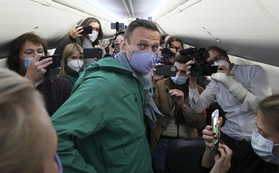 Alexej Navalnyj v letadle do Moskvy