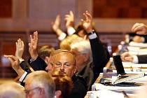 Senát ve středu odsouhlasil zákon, který odloží státní maturity o rok. Naopak odmítli uzákonit černou listinu firem, které se mohou ucházet o státní zakázky.