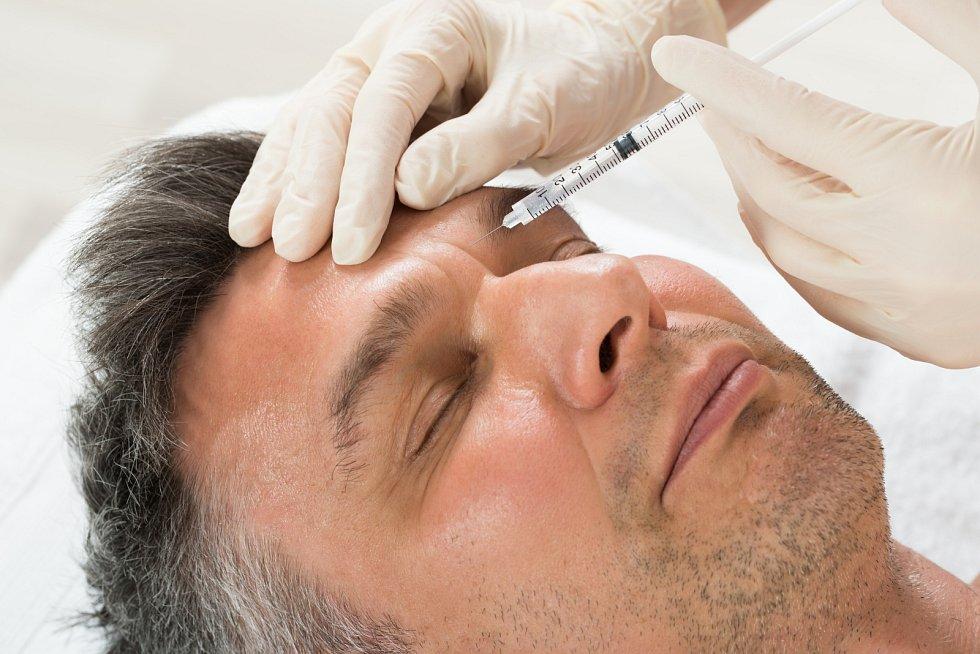 Vypnutím kůže se lze zbavit vrásek a omladit tak vzhled.