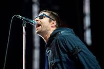 Hranici miliardy poslechů překonala slavná pecka Wonderwall od britpopové skupiny Oasis.
