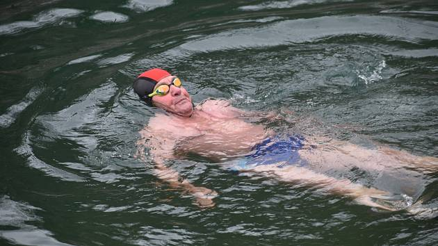 Studená voda po sportu? Odborníci ji příliš nedoporučují