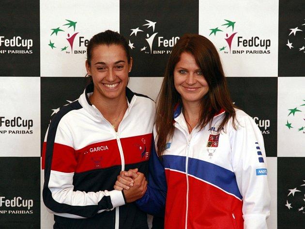 Semifinále Fed Cupu mezi Českou republikou a Francií rozehraje Lucie Šafářová (vpravo) a Caroline Garciaová.