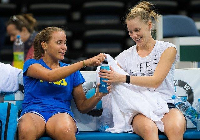 Americké tenistky Nicole Melicharová (vlevo) a Danielle Collinsová.