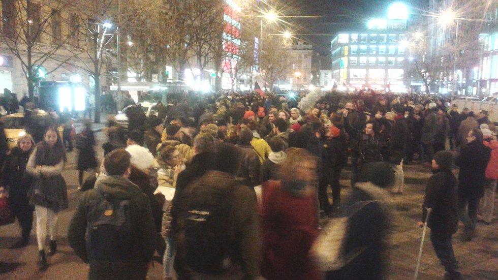 Demonstrace na pražském Václavském náměstí, proti Zdeňku Ondráčkovi