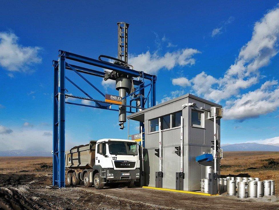 Vzorkovač paliva v dole Bitola v Makedonii