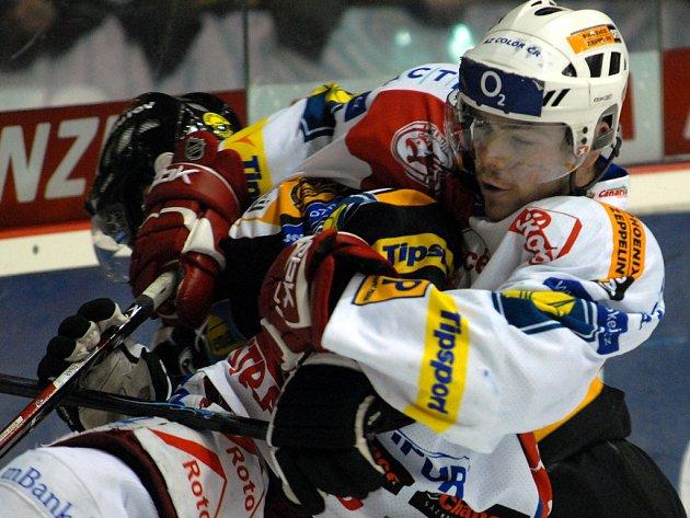 Hokejisté Slavie si pojistili vedení v tabulce. Litvínov porazili 5:2.