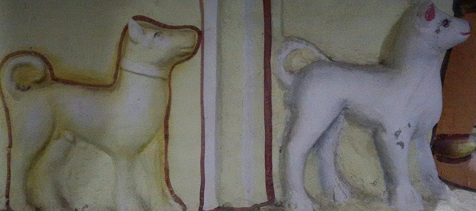 Mandajská starověká soška psa