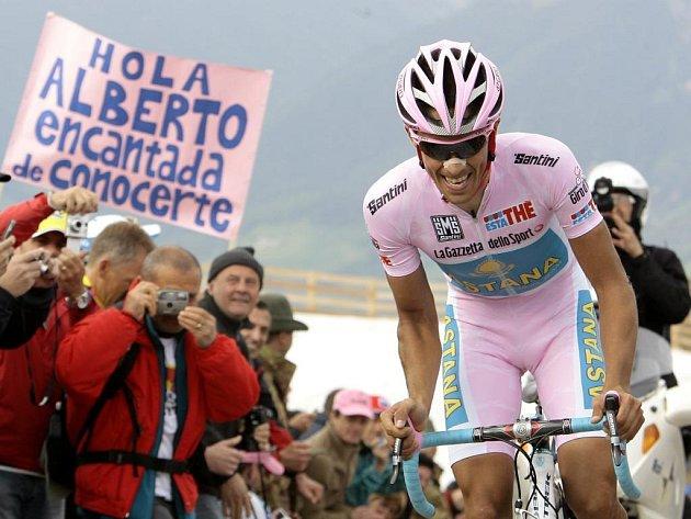 Růžový trikot lídra uhájil Španěl Alberto Contador.