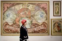 Kolekci plakátů Alfonse Muchy z přelomu 19. a 20. století uvidí od 10. dubna návštěvníci Obecního domu v Praze. Veřejnosti se poprvé představí sbírka shromážděná bývalým tenistou Lendlem.