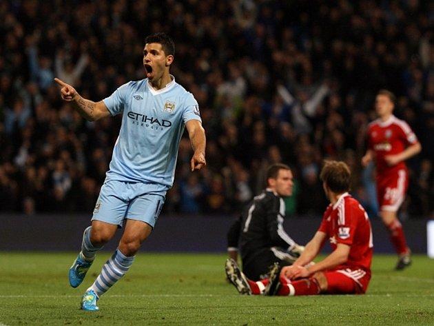 Sergio Aguero z Manchesteru City se raduje z gólu.