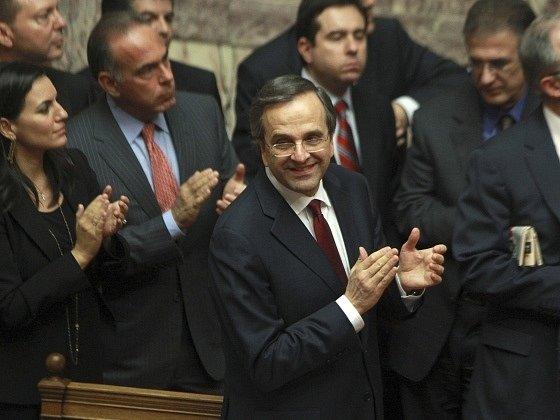 Řecký parlament v neděli v noci schválil úsporný rozpočet na rok 2013