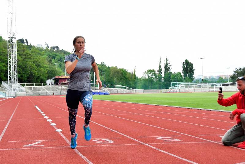 Snowboardcrossařka Eva Samková trénuje i atletiku.