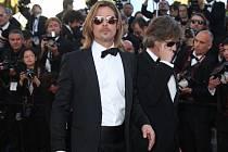 DAVOVÁ HYSTERIE. Tu způsobil sexidol Brad Pitt, který dorazil do Cannes představit film Killing Them Softly.