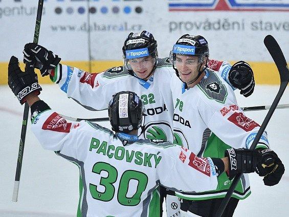 Autor třetího gólu Jakub Orsava (32) se raduje se spoluhráči