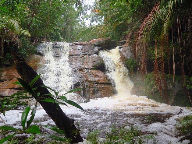 Vodopád Tajor vnárodním parku Bako.